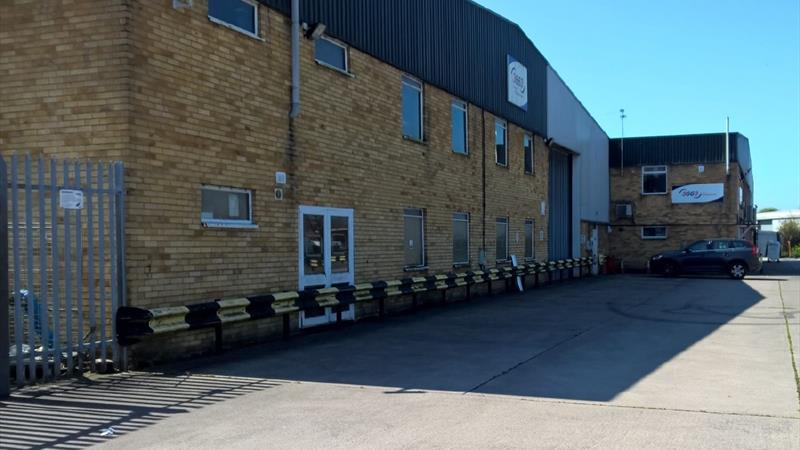 Warehouse Unit With Offices & Secure Yard