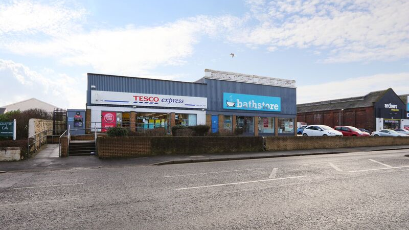 Prominent Roadside Retail Unit Investment