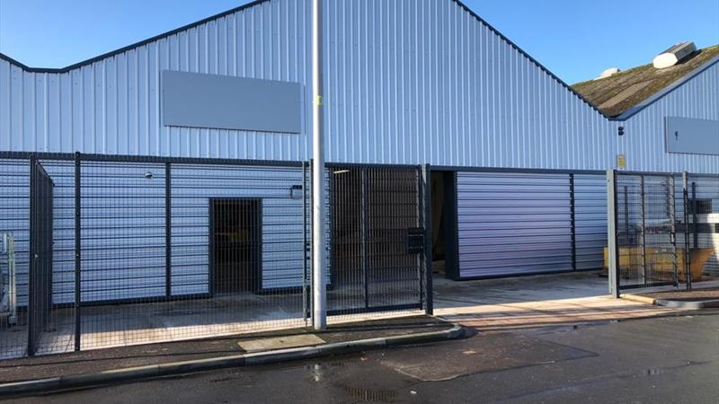 Mid Terrace Warehouse With Secure Yard