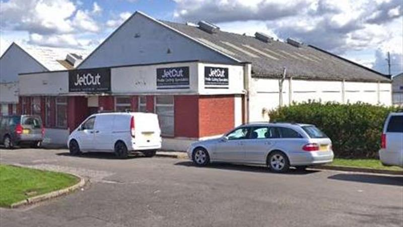 INDUSTRIAL UNIT WITH OFFICES - AVAILABLE AUGUST 20