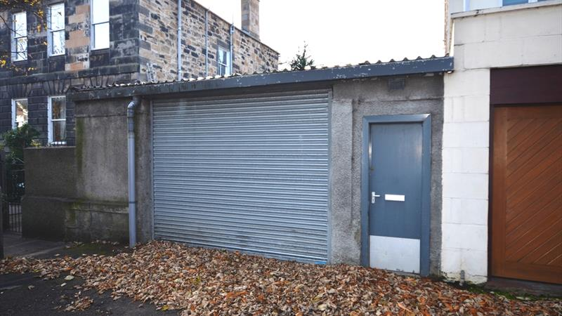 GARAGE/WORKSHOP - TO LET