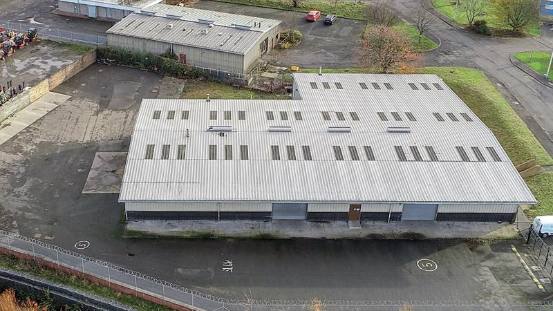 Industrial Unit In Fully Enclosed Yard
