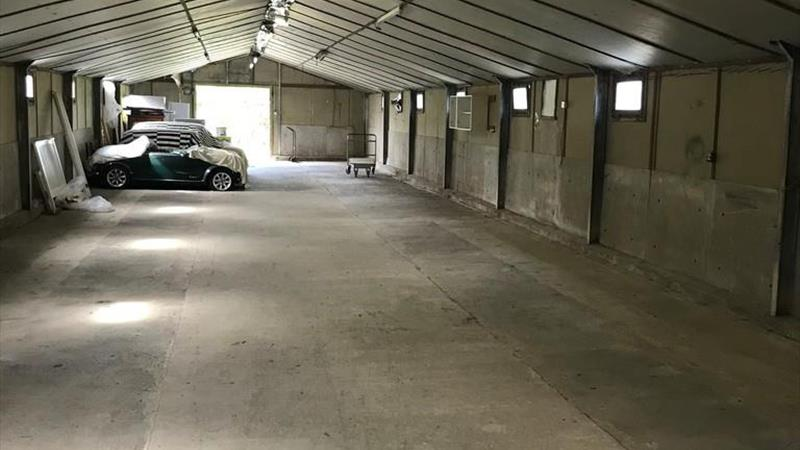B8 Storage Unit With Parking
