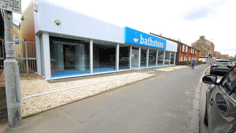 Retail Unit/Showroom With Private Parking