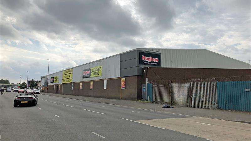 TO LET - SHOWROOM/RETAIL WAREHOUSE