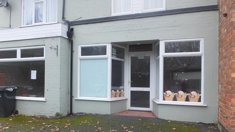 Retail Premises With Rear Store Room