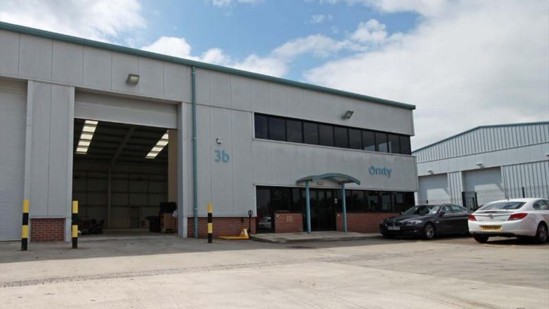 Warehouse With Large Yard & Forecourt Parking