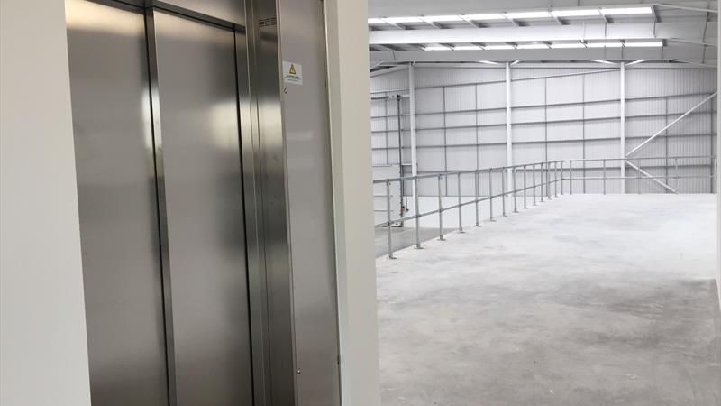 Lift and mezzanine Unit 11