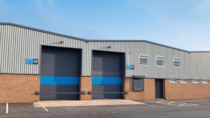 Industrial Unit with Yard and Parking