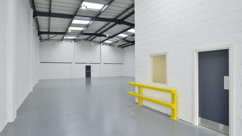 Industrial Unit with Parking and Yard