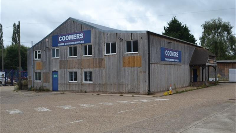 Former Showroom Premises with Open Yard