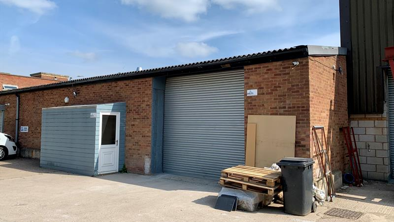 Industrial Unit with Parking and Secure Yard