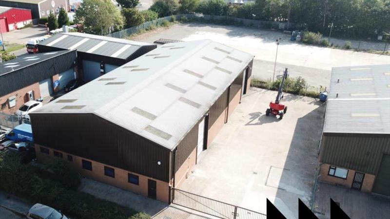 Detached Warehouse With Large Secure Yard