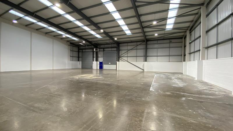 High Quality Warehouse With Shared Yard