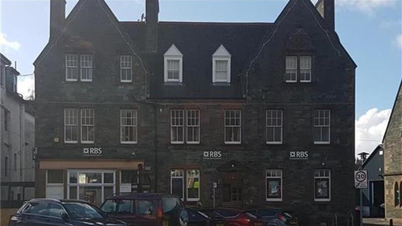 To Let - 8 The Square, Aberfeldy