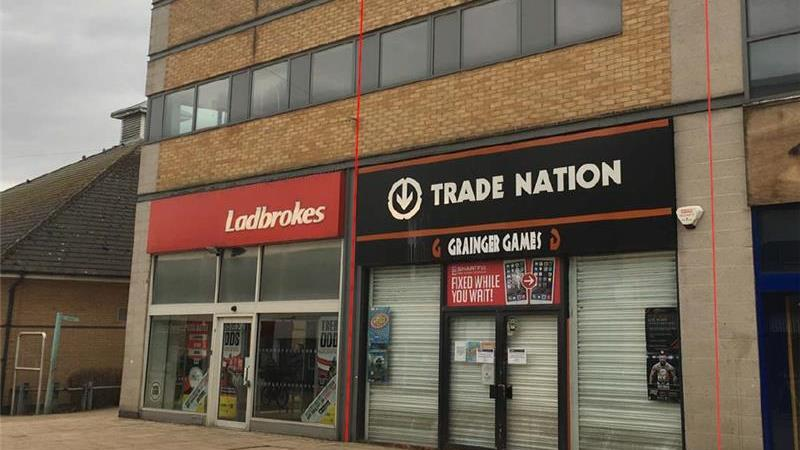High Street Retail Premises To Let located in Huyt