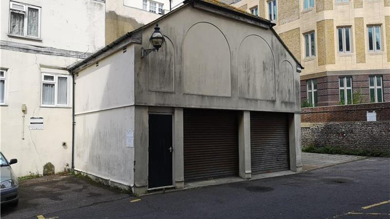 Double garage/store to let in central Brighton