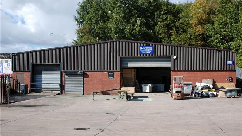 To Let - Industrial/Warehouse Units in Ashton unde