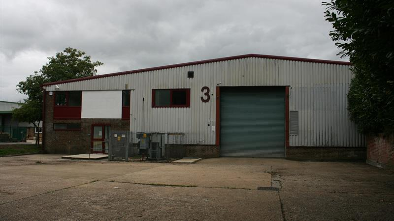 Industrial Unit With Enclosed Yard