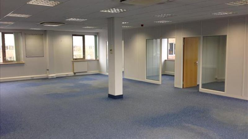 Offices With Parking To Let