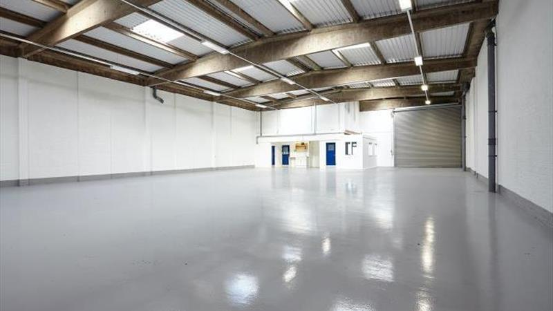 Warehouse With Large Secure Yard