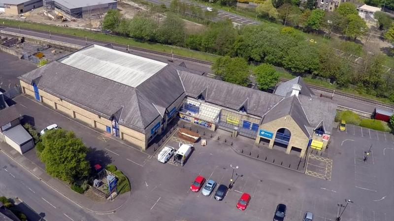 Open Plan Shop With Ample Parking